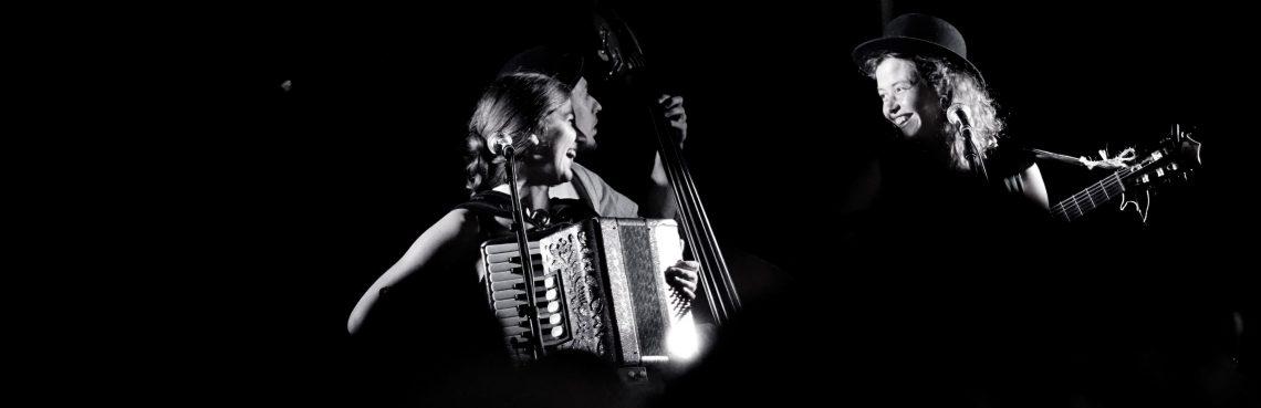 black and white photo las lloronas in Amsterdam