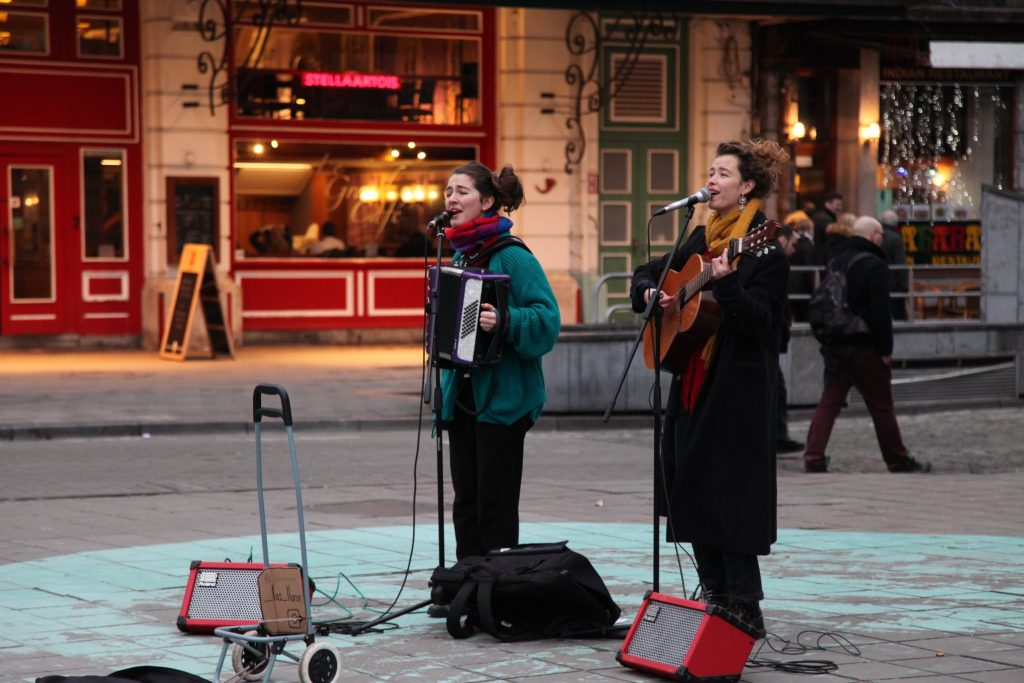 las lloronas busking in Brussels, with coats